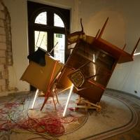 """Installation des Künstlers Nir Alon, Hamburg auf der Baustelle des Jüdischen Museums Frankfurt, Untermainkai 14, anläßlich der Projekttage """"Open House"""""""